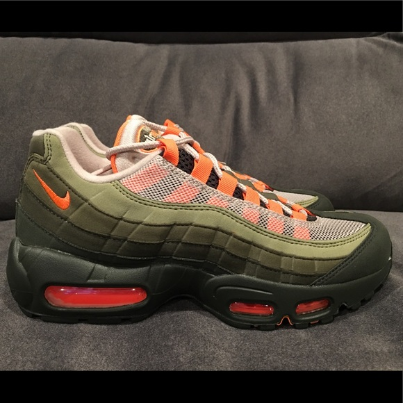 official photos 0030a d0668 Nike Air Max 95 OG Olive Orange Running Women 7.5 NWT